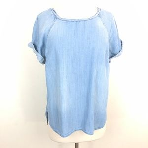 Cloth & Stone Light Wash Chambray Short Sleeve Top